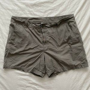 Columbia Mens Shorts Gray Size 42